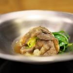 祇園 にし - ロース肉と九条ねぎをすき焼き風に。玉子を落として割り下で。