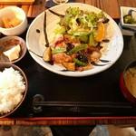 あけぼの食堂 - 週替わり定食850円。豚バラと茄子の揚げ浸し定食。