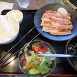 安楽亭 - 豚カルビランチ ¥500-