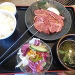 安楽亭 - ファミリーロースランチ ¥637-
