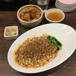 67705999 - 「汁なし担担麺と小麻婆丼のセット」1150円