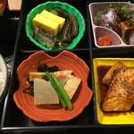 shimmikushi - ①割子弁当…900円