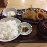 泉屋・手打うどん - ミックスフライ定食 750円