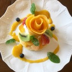 カフェアンジェ - 料理写真:マンゴーとフルーツのパンケーキ