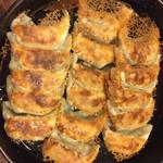 67712334 - 鉄鍋餃子♪(^。^)