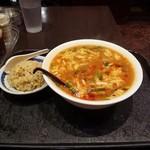 67715122 - 【日替わりランチ】酸辣湯麵+半炒飯:650円