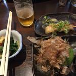 七津屋 - ぬた 煮込み 丸ごとアボカド 瓶ビール あっ 煮込みの串は 3本です