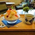 カフェ イロハ - フルーツミックスかき氷 ¥810