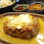 けむり屋 牛力 - ビーフハンバーグ カレークリームソース