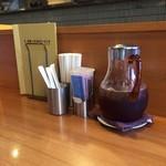 67723661 - テーブルの上にお茶が置いてあります♪