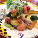 67727028 - 無農薬野菜のカレーにつく野菜