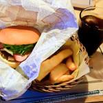 ビッツ - ベーコンチーズバーガーとポテト