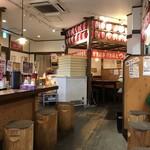 竹本商店 つけ麺開拓舎 - カウンター席、テーブル席ございます店内です。