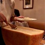 67729443 - 新しいチーズに当たったらしく、まだ凹んでない