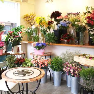 お花に囲まれた店内♪