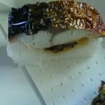 京丹波 - サバ寿司  厚手の鯖の下には椎茸煮付け 旨い!