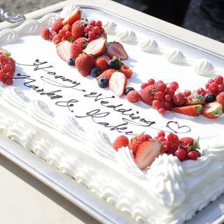 ケーキへのメッセージ書き込みを無料で承っております。