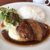 カルナバル - 料理写真:ハンバーグプレート 980円。自家製ベーコントッピング 150円。
