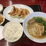 東海酒家 - 餃子定食 750円