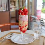 ドゥドボワ - 料理写真:苺パフェ☆