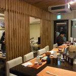 和彩厨房 KATURA - 木目ちっくな清潔感のある店内