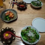焼肉すどう - ◆最初に「キムチ」「サラダ」「ユッケ」が出されます。
