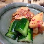 焼肉すどう - ◆キムチ3種・・お料理の合間にツマミで頂きましたが、程よい辛味で食べやすい。