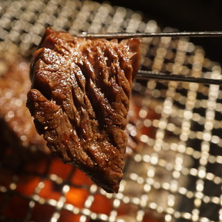 オーダーが入ってから、素材に合わせてカットする極上肉
