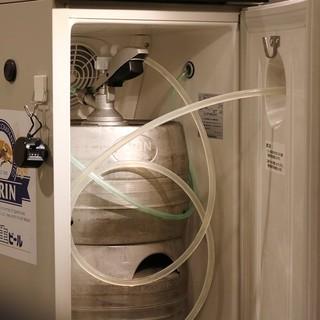 樽ごと冷やす樽冷式サーバー使用。