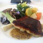 レストラン ペタル ドゥ サクラ - 料理写真:サーモンと野菜たち(アップ)