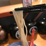 67755897 - 麺はバリカタ‥極細麺 リフトアップ