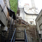 カフェハヴントウィーメットオーパス - さらに、この階段を上がります。