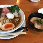 うしおととり - 限定 味玉はまぐり醤油ラーメン¥900、ミニチャーシュー丼¥320