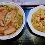 龍鳳園 - チャーシューメン、台湾炒飯
