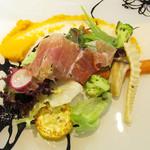 鉄板ビストロ キャトル - 前菜~神戸西区の焼き野菜とラタトゥイユと生ハムサラダ仕立て 人参とオレンジのピューレ