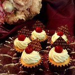 67762395 - チェリーとピスタチオナッツのカップケーキ@香り高いピスタチオクリーム。カップケーキの中にもキルシュの効いたグリオットチェリーがしのんでます