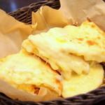 カトマンドゥカリーPUJA - 名物チーズナン