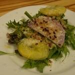 67764057 - 有機野菜のサラダには、雑穀米や粉チーズのトッピング