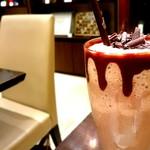 67765162 - アイスチョコレートドリンク ダーク