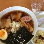 ひまわり - 料理写真:ラーメン、サラダ付き
