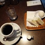 支留比亜珈琲店 - モーニング全景