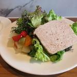 ビストロ 石川亭 - 田舎風お肉のパテ サラダ添え