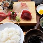 磯料理 魚の「カネあ」 - お刺身定食(上) 2,160円(税込)