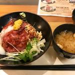 67780294 - ロビコネジャパン丼(味噌汁付き)980円