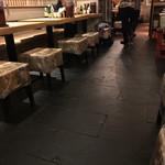 なかめのてっぺん - 店内テーブル席