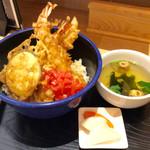 豊祝 - 「海老天丼」(540円税込)。11:00〜12:00の時間帯限定メニュー。