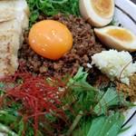 67785388 - 坦々ミンチ、卵黄、水菜、にんにく、魚粉