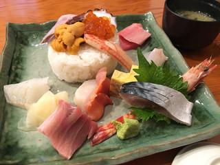 ちゅう心 - 特上海鮮丼(2200円)
