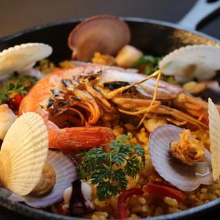 食べるべき一品は「小樽海鮮パエリア」