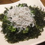 魚真 - 岩海苔とシラスのサラダ